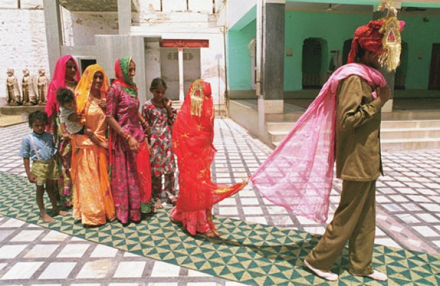 """panna maria hindu single women A wife's story- by, bharati mukherjee """"panna, what is patel why panna on the other hand has a, """"traditional hindu marriage."""