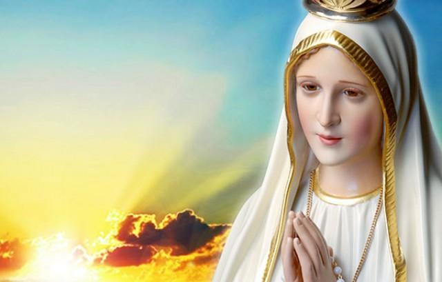 """Rainha Maria - A nova mariologia igualitária de Francisco, que declarou: Maria  Santíssima teria sido uma moça comum, uma """"moça normal"""", em nada diferente  das de hoje"""